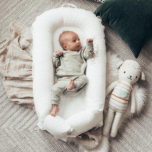 DockATot White Deluxe+ Baby Sleeper 0-9 Months